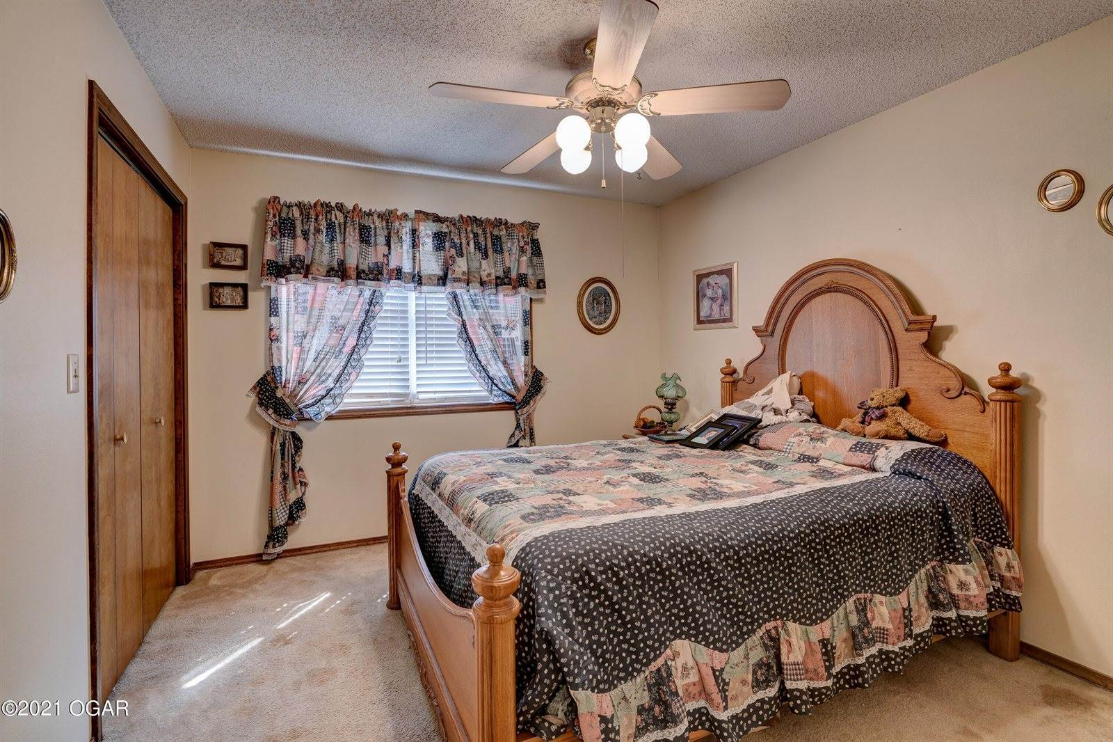 220 South College Street, Webb City, MO 64870