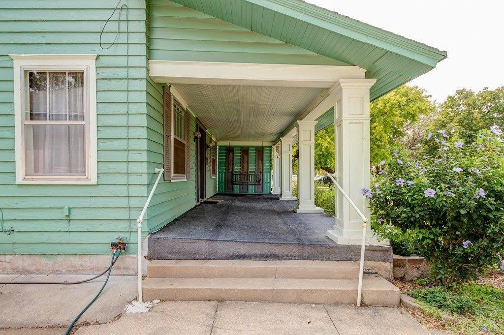 615 Santa Fe Ave, Salina, KS 67401