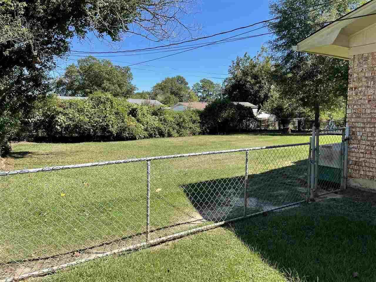 12 N Pineview, Texarkana, TX 75501