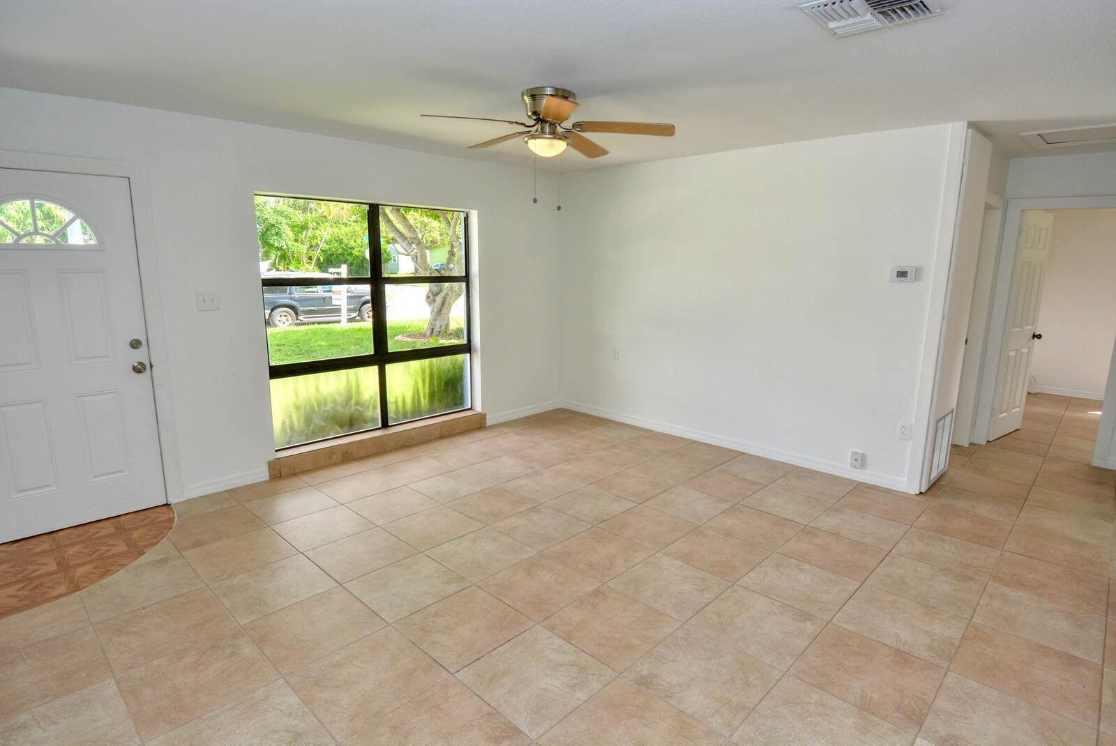 201 Maple Avenue, Fort Pierce, FL 34982