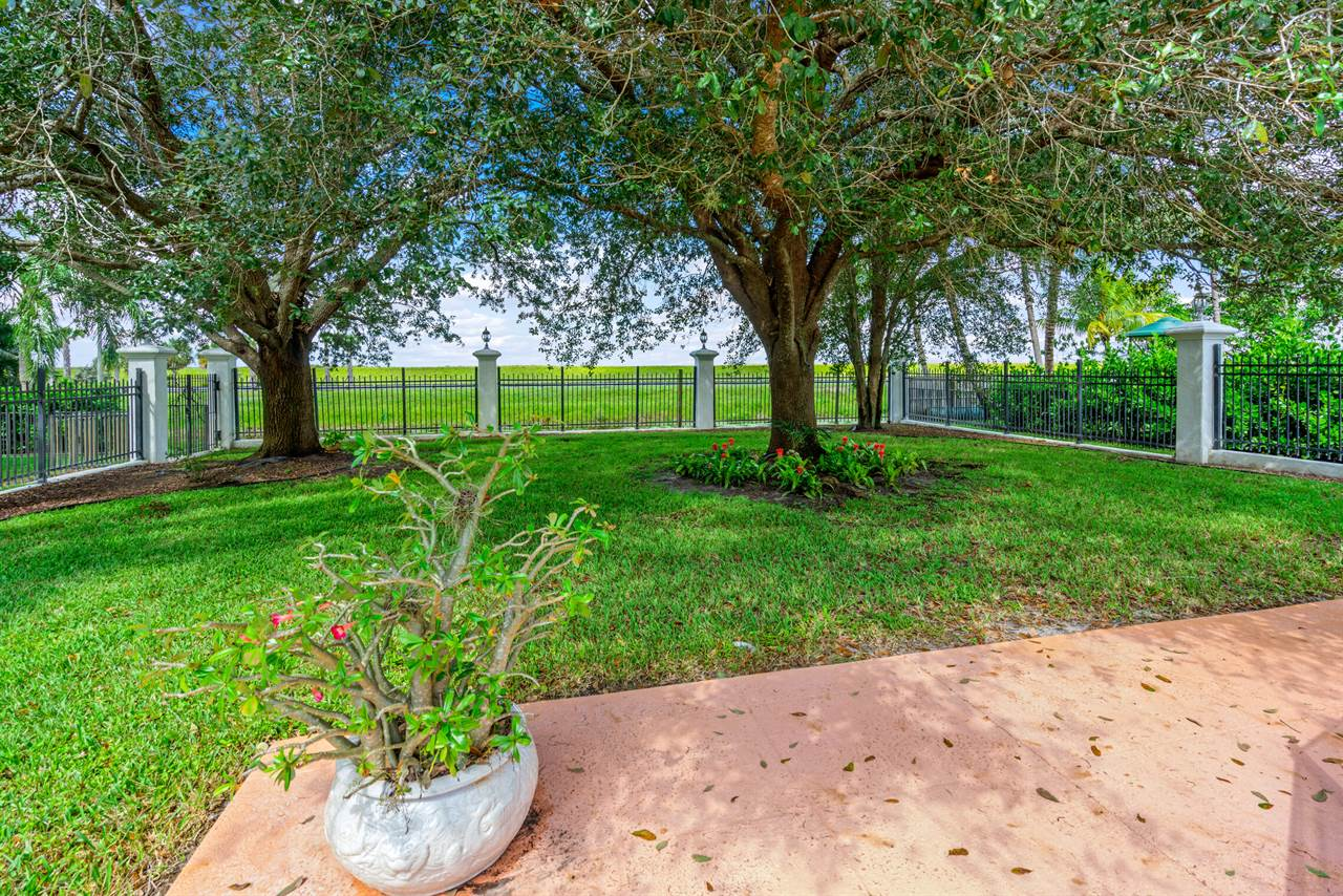 15680 Meadow Wood Dr, Wellington, FL 33414
