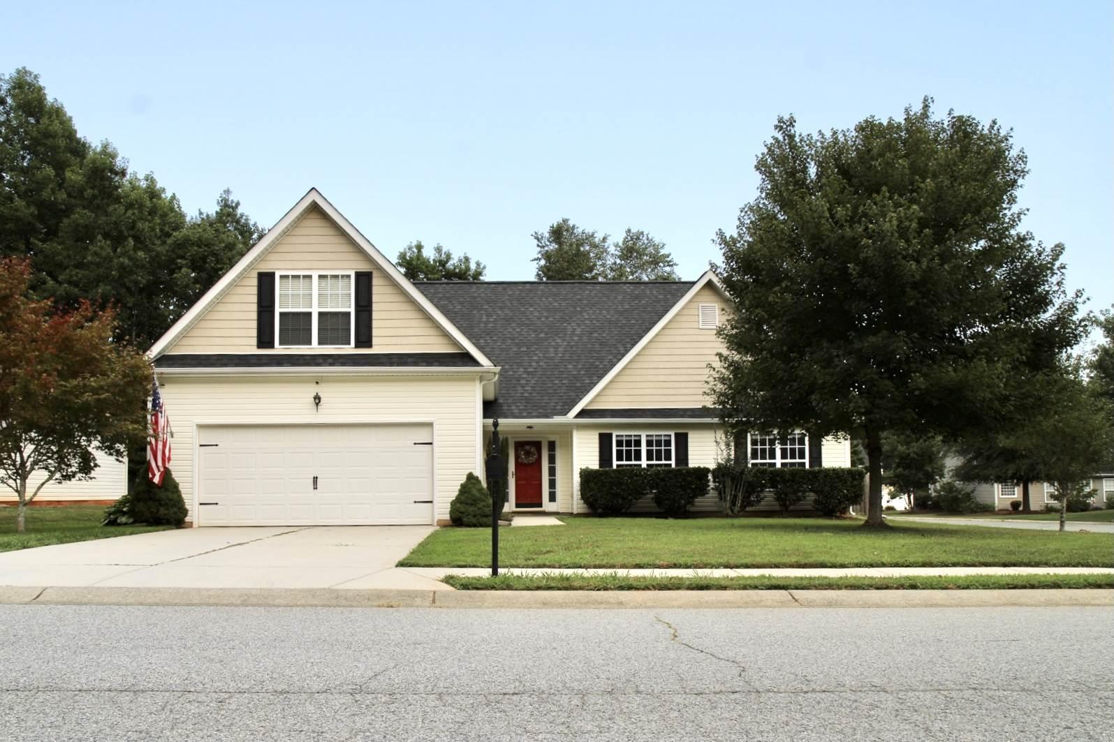 617 Hawthorn Ridge Drive, Whitesett, NC 27377