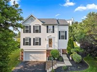1038 Maplewood Dr, Cecil, PA 15317