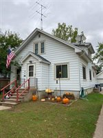 90 9th St, Clintonville, WI 54929